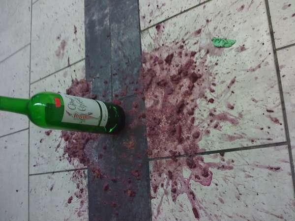 Vino rosso vomit