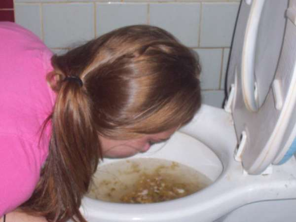 Sexy girl puking! vomit
